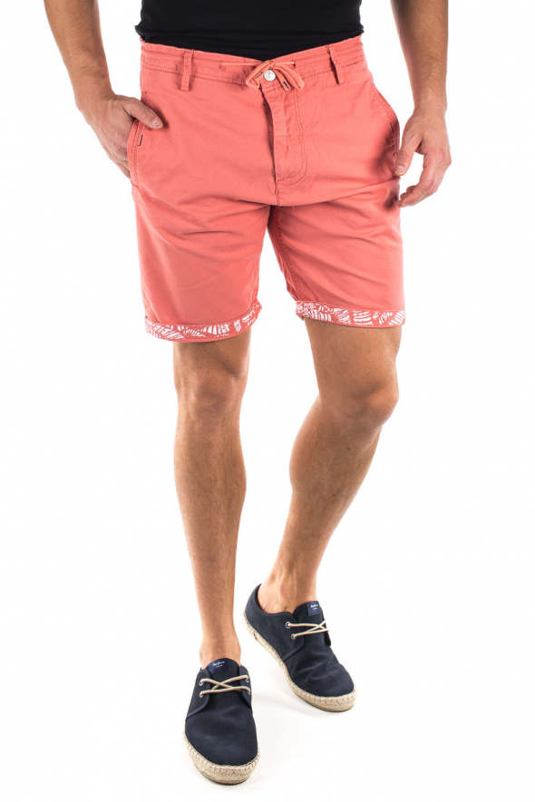 detail CHINO SHORTS